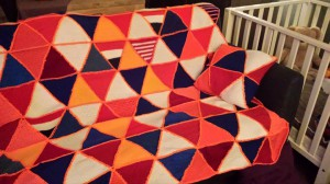 TJ deken en kussen 06 bonte kleuren rood/wit